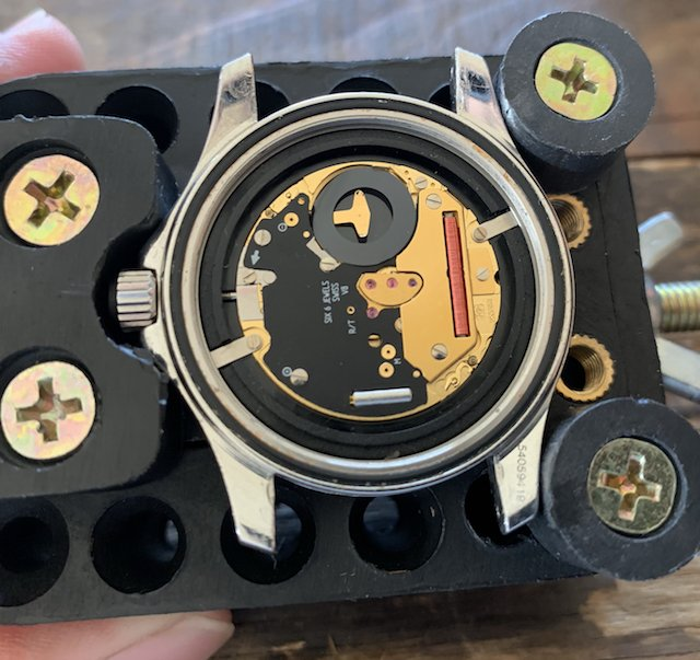 オメガのクォーツ時計のムーブメント