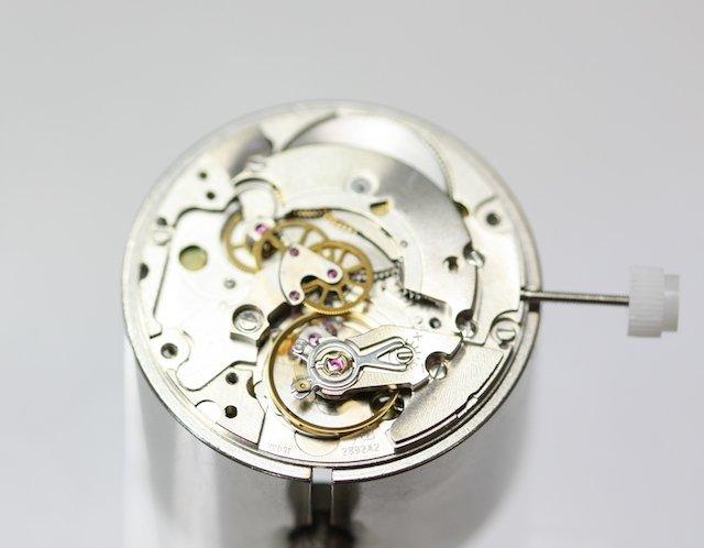機械式腕時計のゼンマイはどれくらい巻く?
