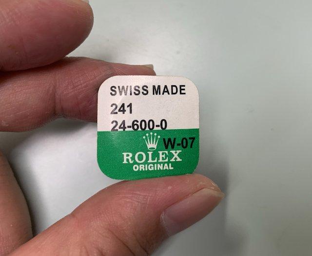 ロレックスの修理やオーバーホールの純正パーツ部品