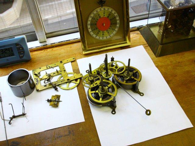 御茶ノ水で時計のオーバーホールや修理を行なっている振天堂トケイ店