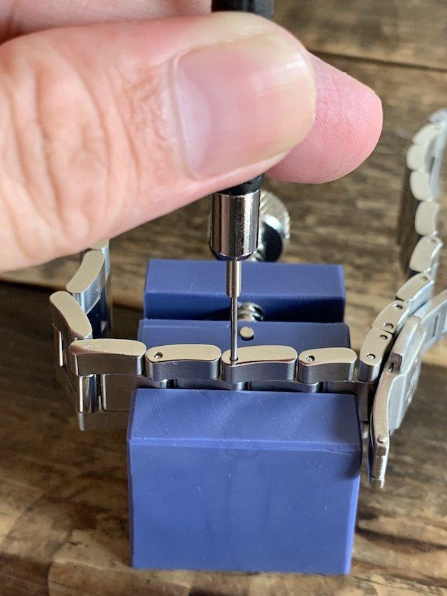 ダニエルウェリントンのアイコニックリンクのベルト調節方法割りピンの抜き方