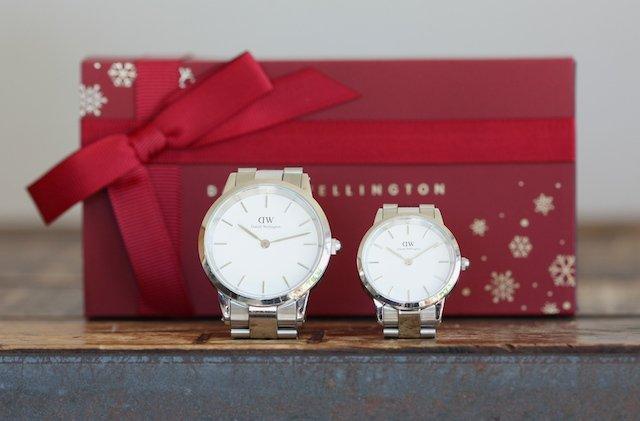 ダニエルウェリントンのクリスマスプレゼント包装ペアウォッチ