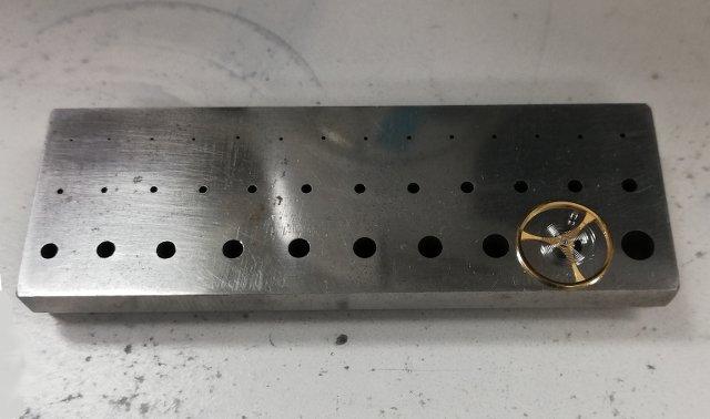 時計の修理ではどんな工具や道具を使っているの?