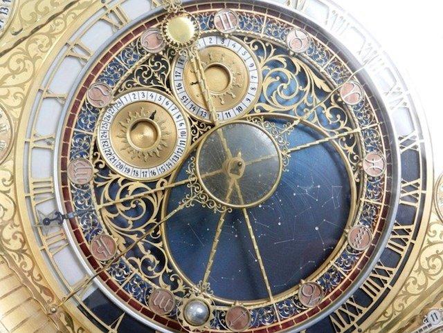 美しい機会式時計