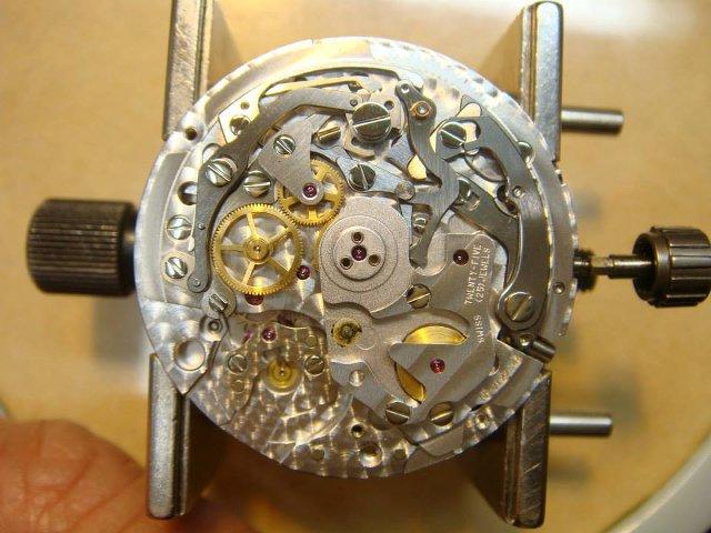 徳島県で時計の修理やオーバーホールができる山根時計店