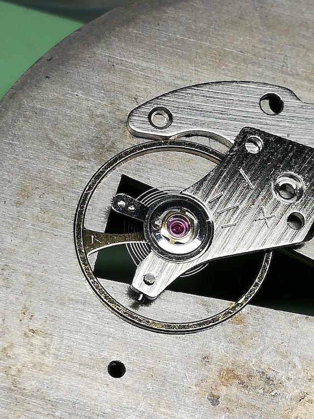 機械式時計の調速機構の1つである緩急針