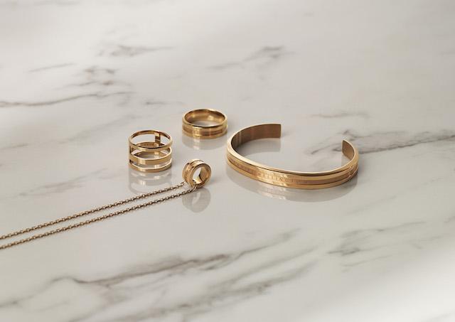 ダニエルウェリントンElan Collection、ローズゴールドの指輪とバングルとネックレス