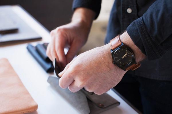 ニクソンの時計修理や電池交換はどこでできる?正規店と時計修理店を徹底比較