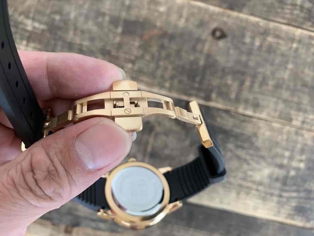 ダニエルウェリントンの防水時計Iconic Motionのバックル