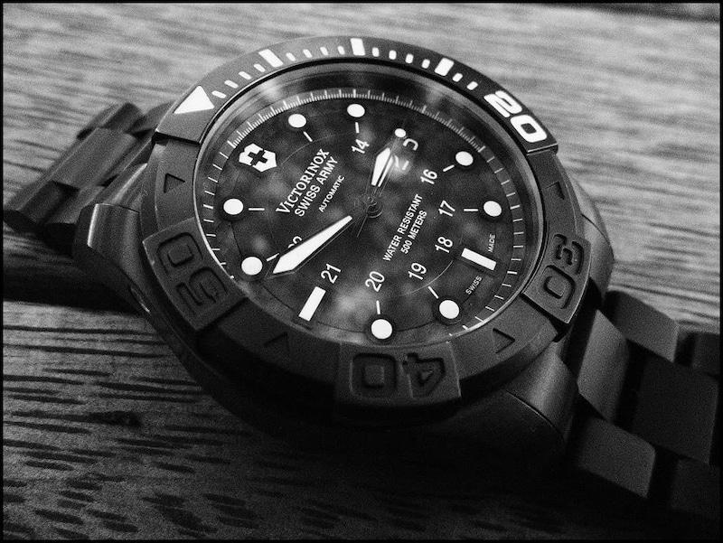 ビクトリノックスの時計修理はどこに出せばいいの?電池交換とオーバーホールの頻度も解説