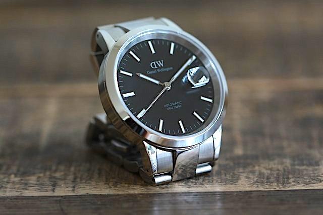 ダニエルウェリントンから、自動巻の機械式時計( Artmatic)が発売